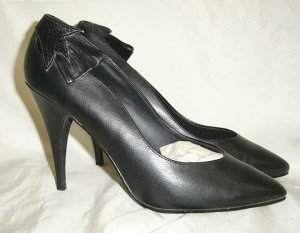 black Stilettos Super SEXY Ankle bows  4 inch Heels size 8 New Old Stock
