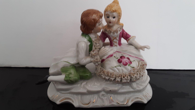 Vintage 1950's -  Geschenk Porcelain Figurine - Eighteenth-Century Couple     (1600)