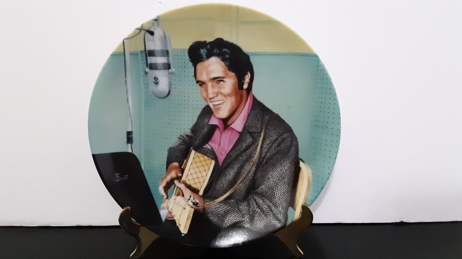 """Vintage 1990 - Elvis Presley Collector's Plate - """"A Studio Session""""   Limited Edition    (1582)"""