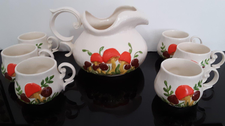 """Vintage 1974 - Arnel's """"Mushroom Ceramic Pitcher & 6 Mushroom Cups!     (1617)"""