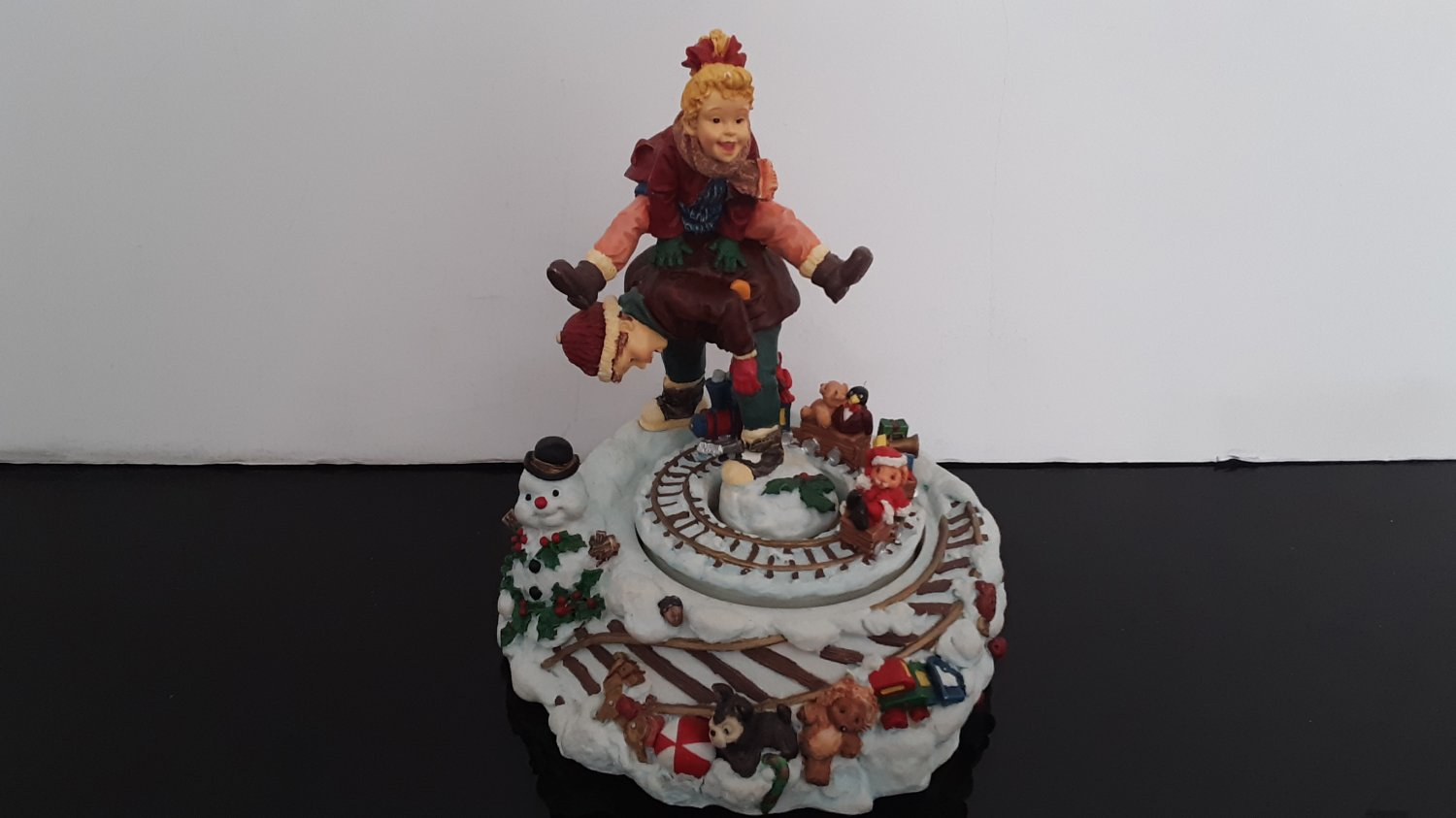 """Vintage Silvestri Christmas- Winter Music Box - Plays """"Santa Claus Is Coming To Town""""      (1619)"""