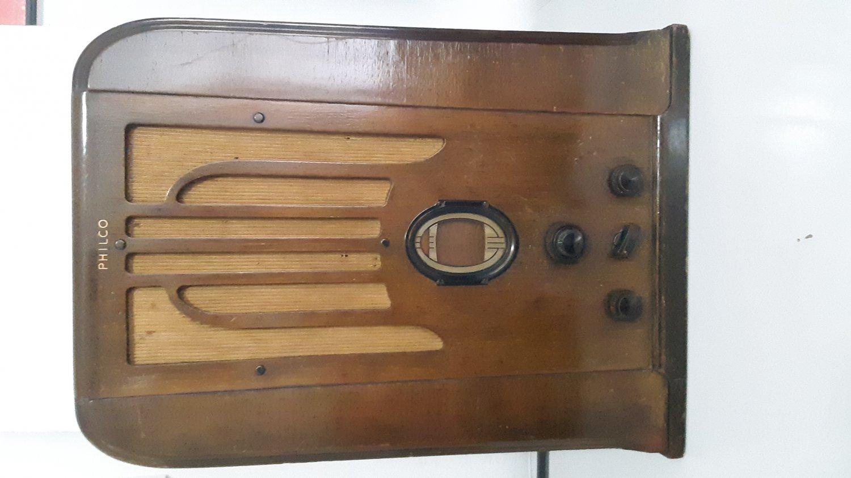 """Rare Vintage 1937 - """"Philco"""" Large Model  645  - Wood Tombstone Tube Radio    (1627)"""