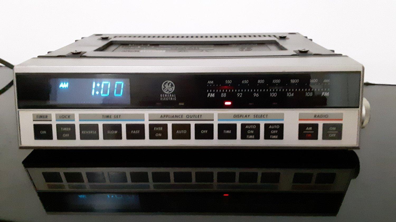Vintage 1980's General Electric - Spacemaker Kitchen Companion Clock Radio     (1653)