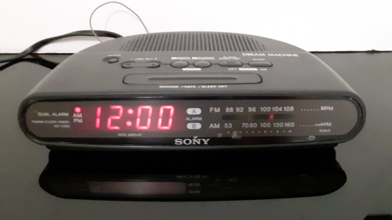 Vintage Sony Dream Machine - Alarm Clock Radio -  #ICF-C390 - Black      (1660)