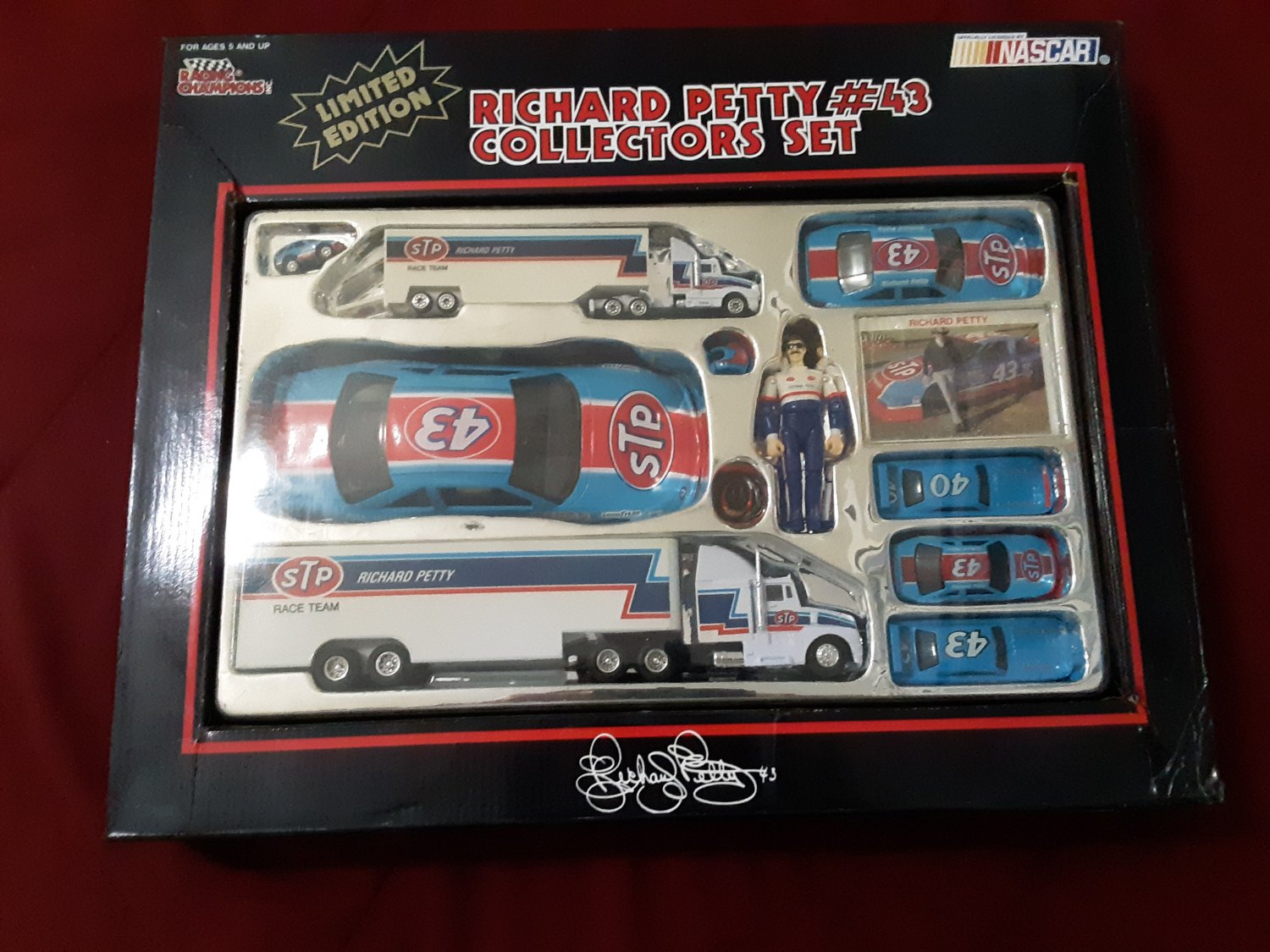 1991 #43 Richard Petty Collector Set Limited Edition Nascar Racing Champions!      (1675)