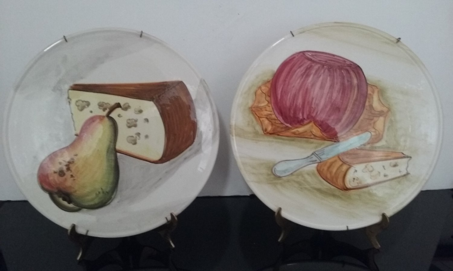 Vintage Set of 2 - Decorative 10' Plates with Hangers - Made in Italy     (1487)