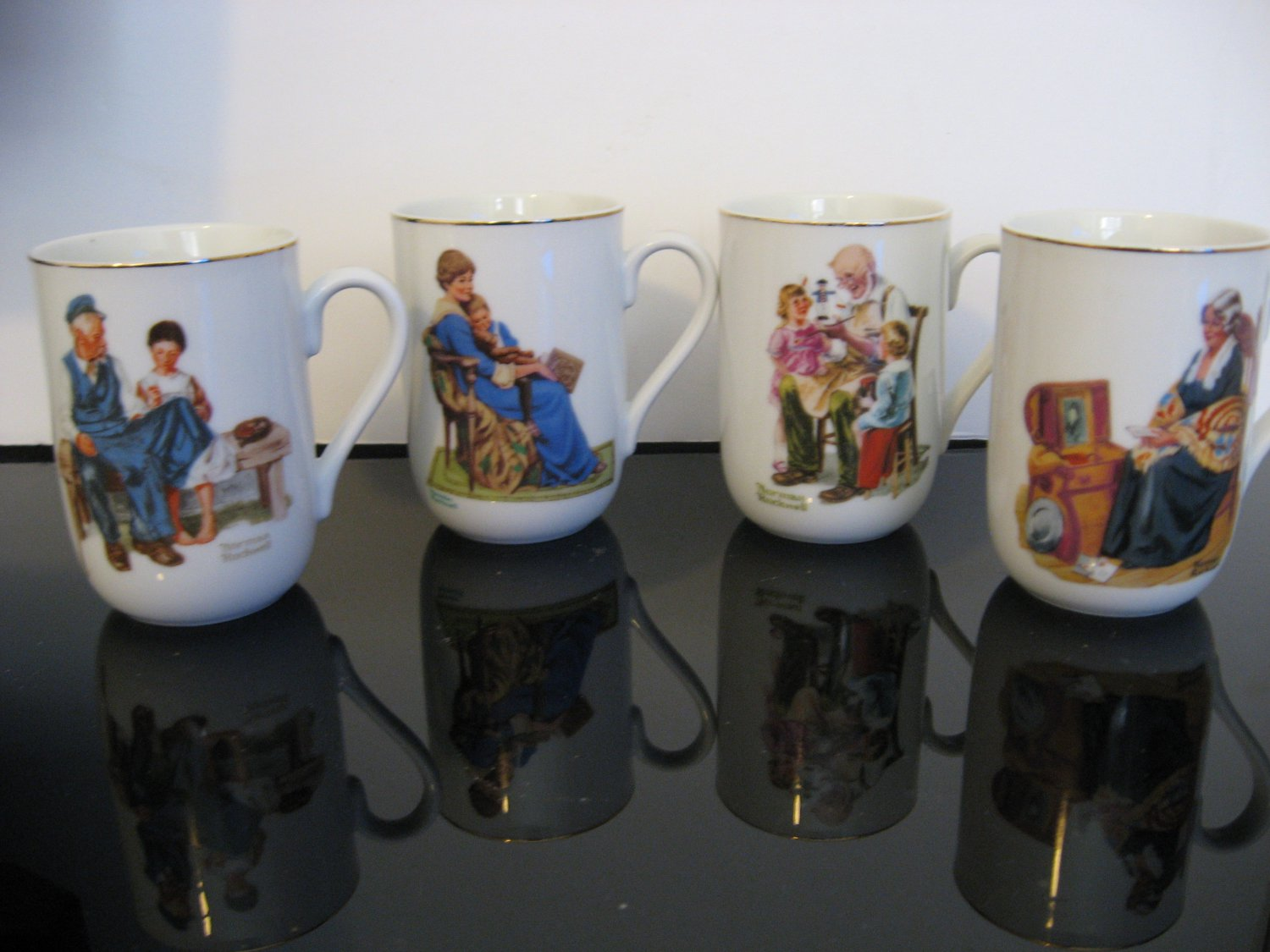 Vintage 1982 - Set of 4 -  Norman Rockwell Collectors Mugs     (343)