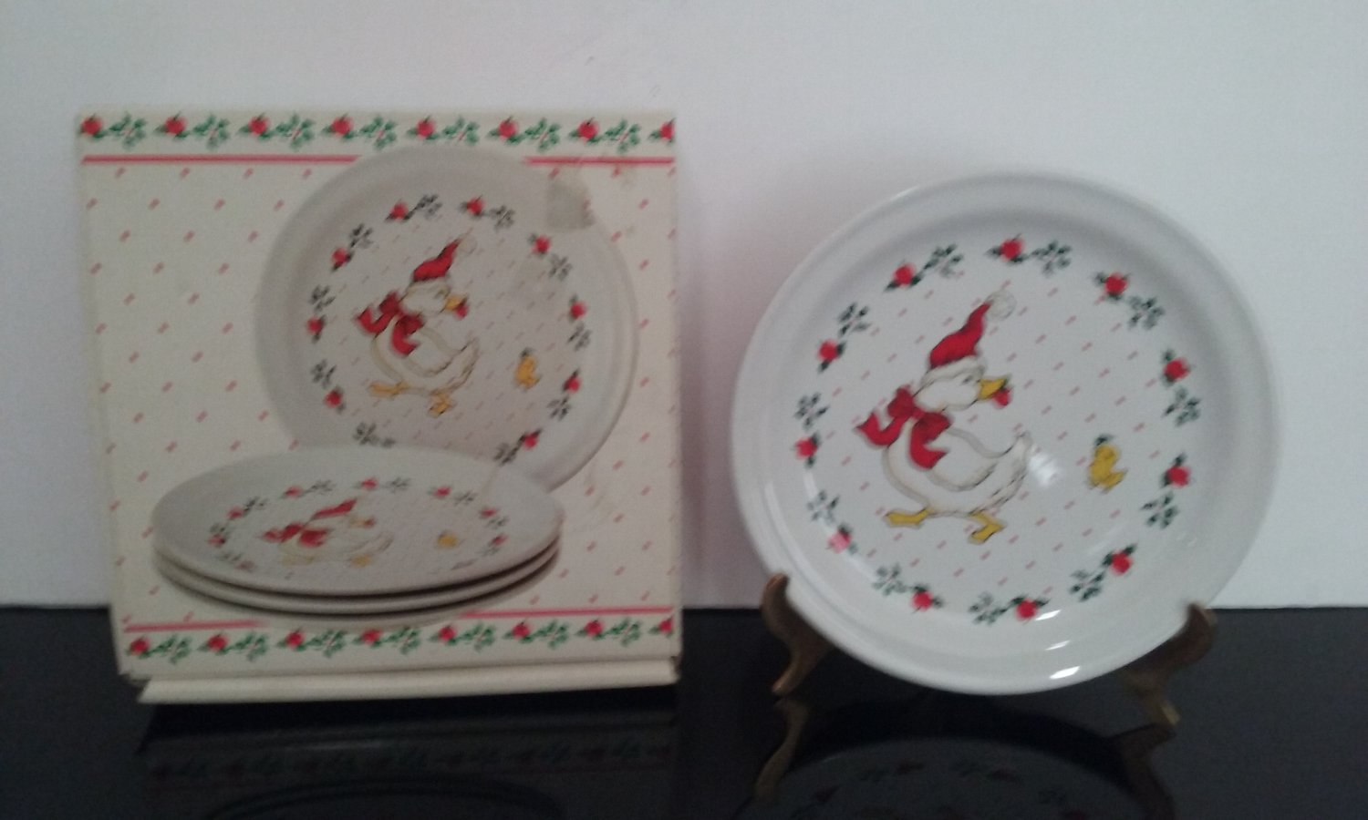 Vintage Home Style 4 Piece Cake Plate Set -  Ducks in Christmas Theme - Made in Japan - (1403)