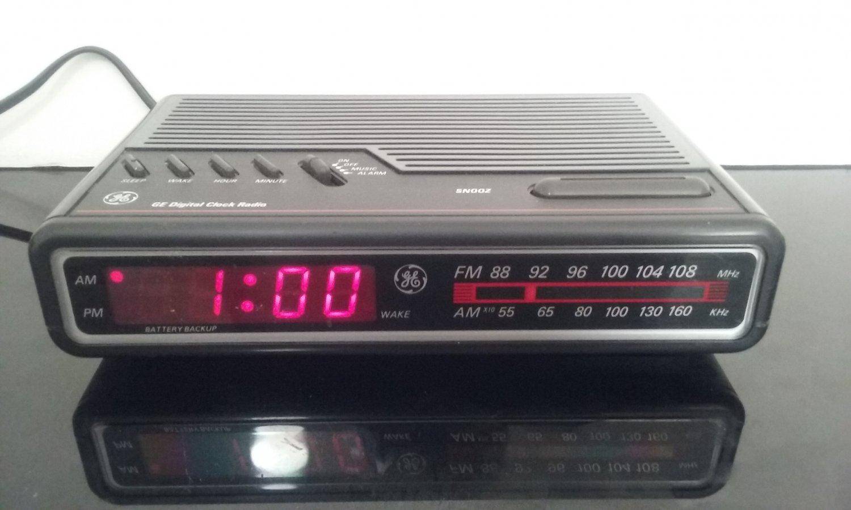 Rare Black! - Vintage General Electric AM/FM Alarm Clock Radio