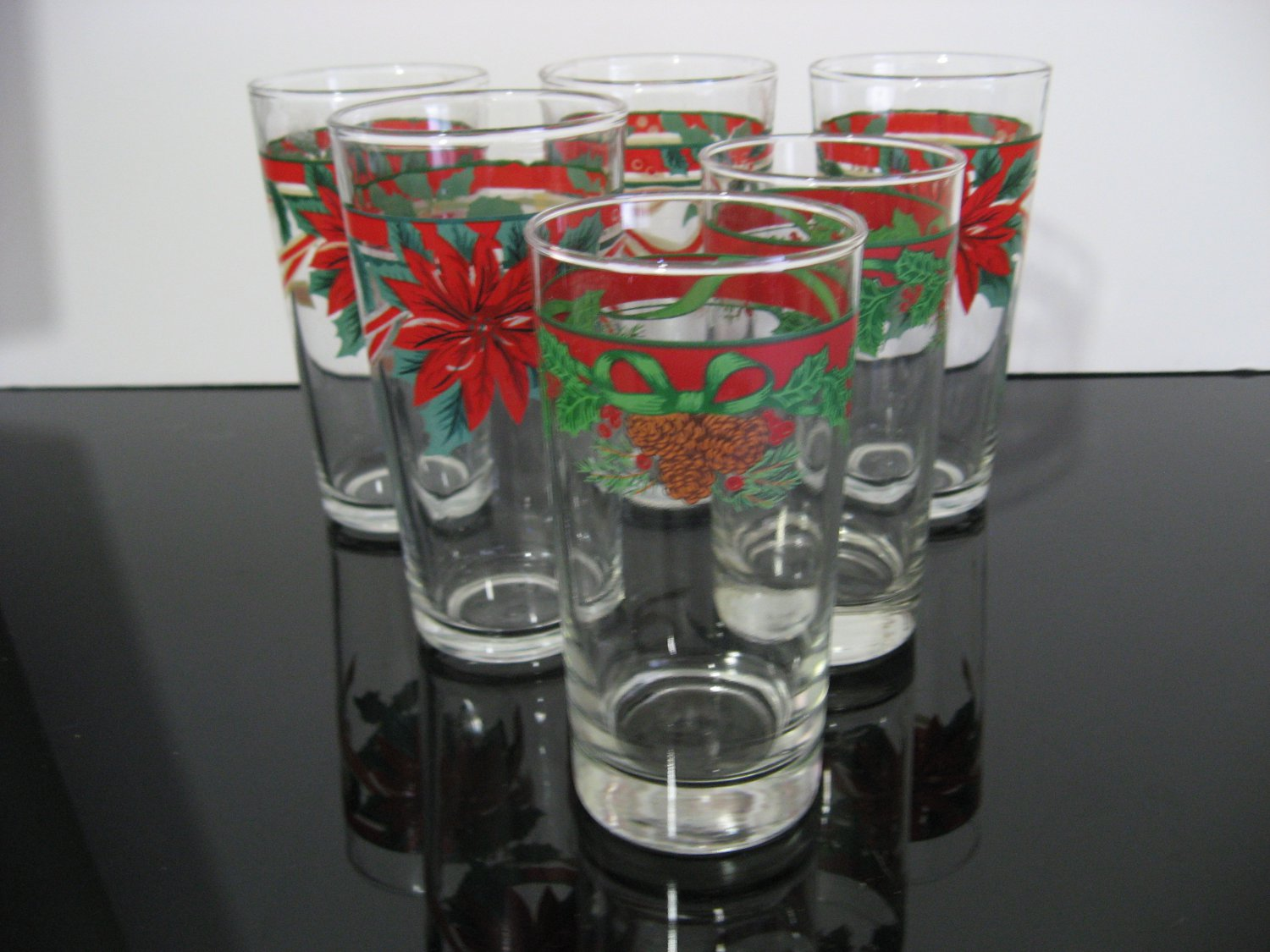 6  - Holly & Ivy Christmas Glasses