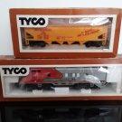 1977  Tyco HO Scale - Santa Fe 4015 Locomotive / Union Pacific Hopper Car