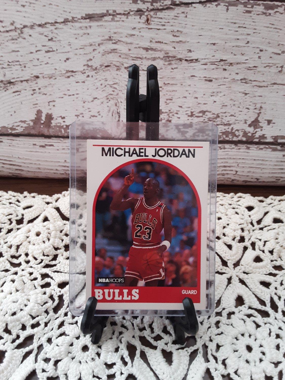 Vintage 1989 - Michael Jordan - Hall of Fame Basketball Player - NBA Hoops Card #200   (1638)
