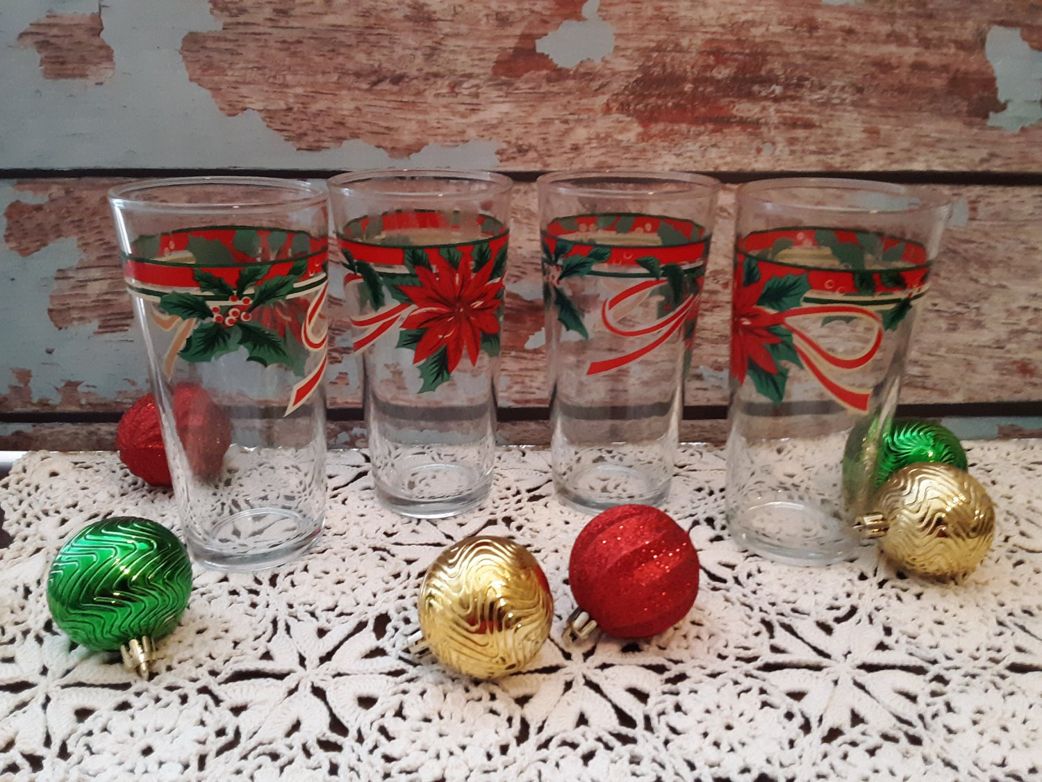 """Vintage Set of 4 """"Holly & Ivy"""" Christmas Tumblers"""