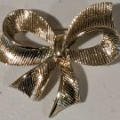 Vintage 1970's or earlier Costume Jewelry Pin Gold Tone Bow- Excellent