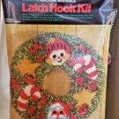"""bucilla christmas wreath latch hook vintage holiday 24"""" round Hi Lo pile Santa"""