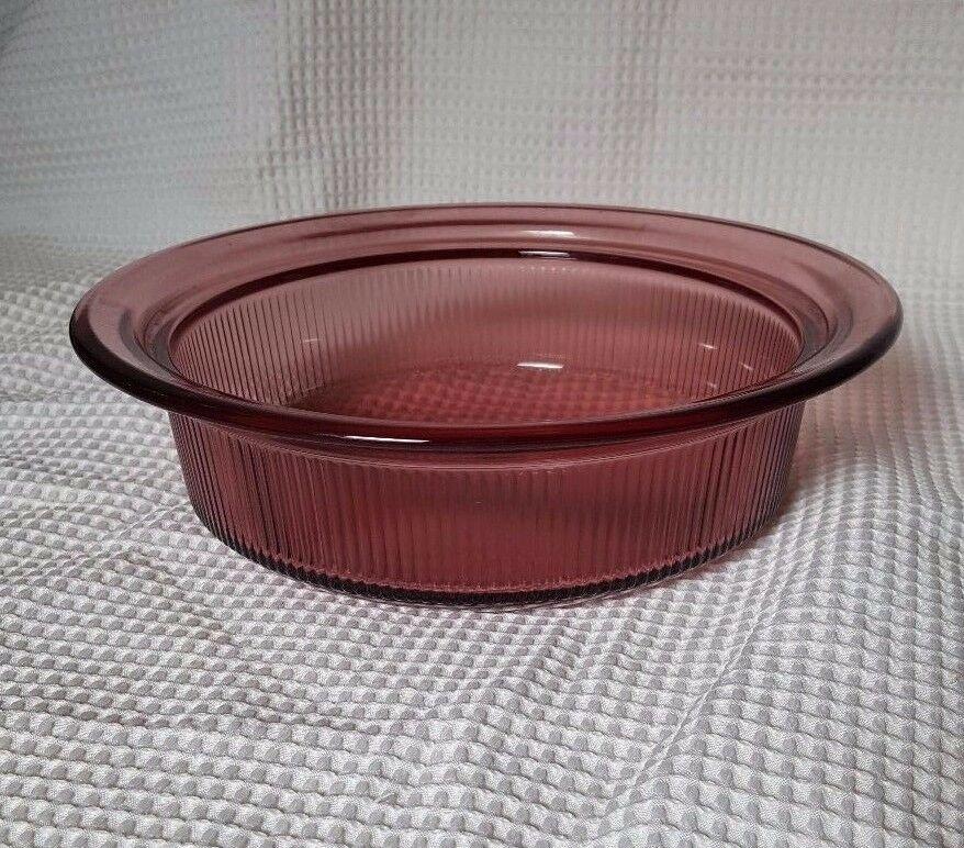 Pyrex Visions Cranberry 1.5 qt casserole dish