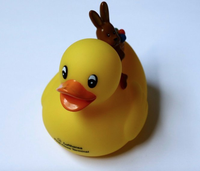 Lufthansa First Class Terminal Lounge Rubber Duck Bunny Easter 2017 Limited New
