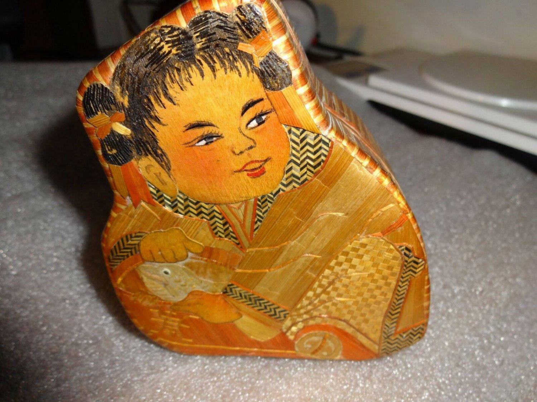 Oriental velvet straw lined box