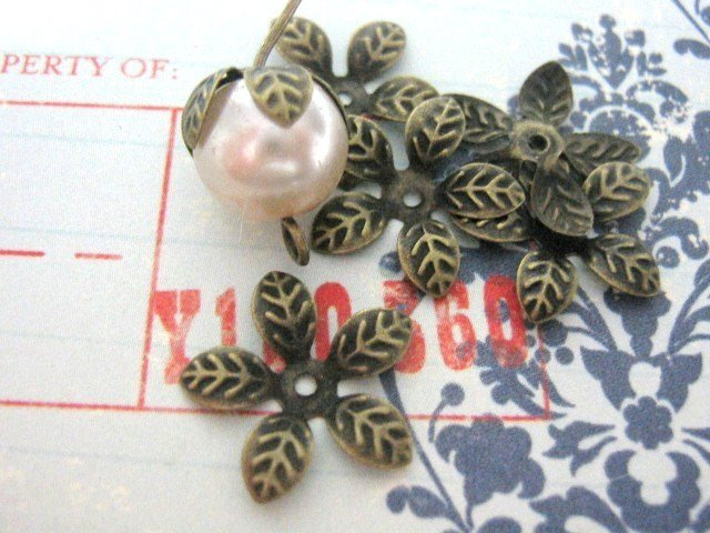 Leaf Bead caps 15mm Antiqued Bronze Finish 30 Beadcaps Nickel Free