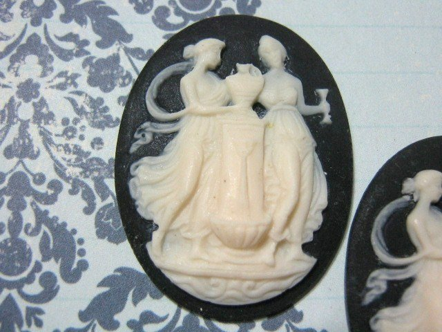 Women at Well Cameo 40x30mm Resin Cabochon Piece