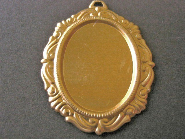 Victorian Edge Cameo Setting 25x18mm Raw Brass 2 Pieces