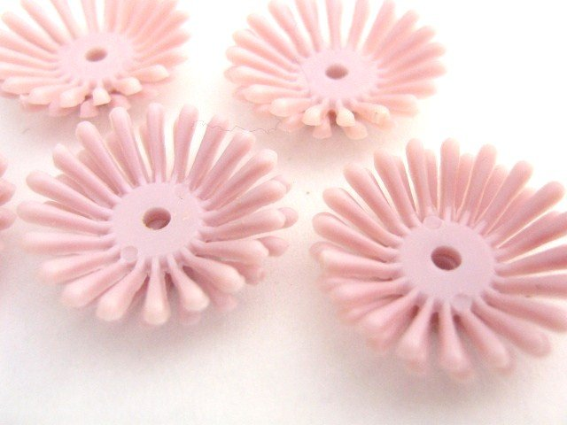 Violet Purple Vintage Plastic Beads Flowers 19mm
