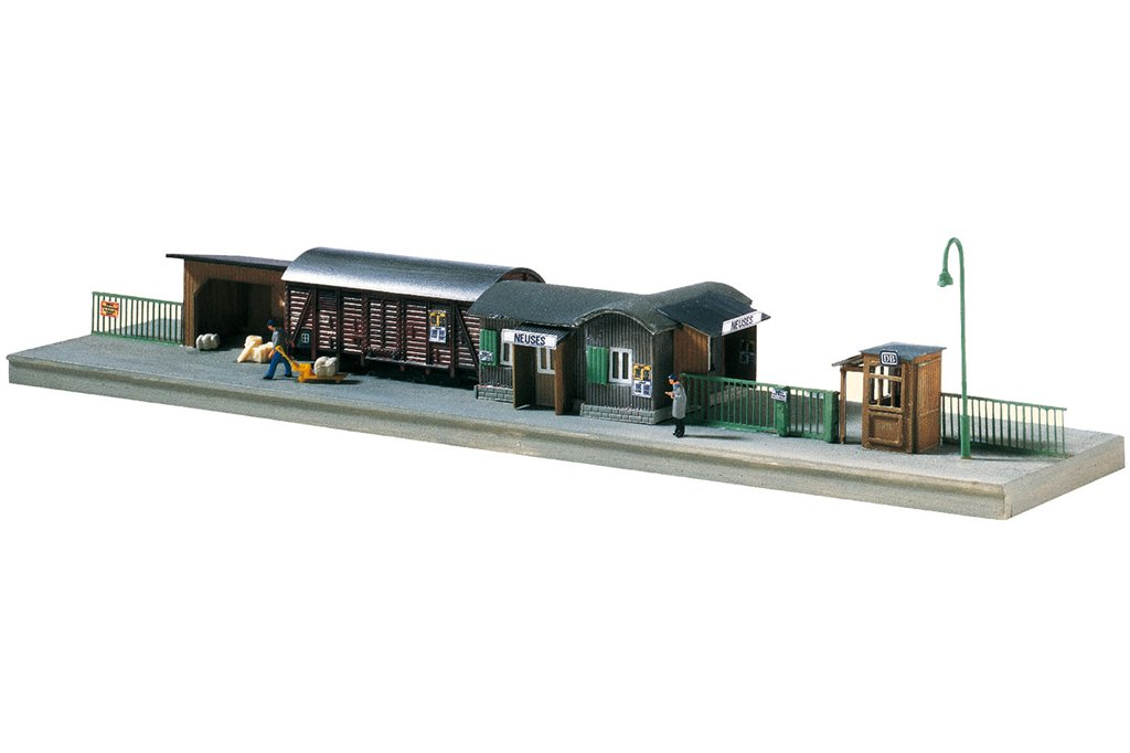 Piko N 60028 TEMPORARY RAILWAY STATION, BUILDING KIT (N-SCALE) Mint In box