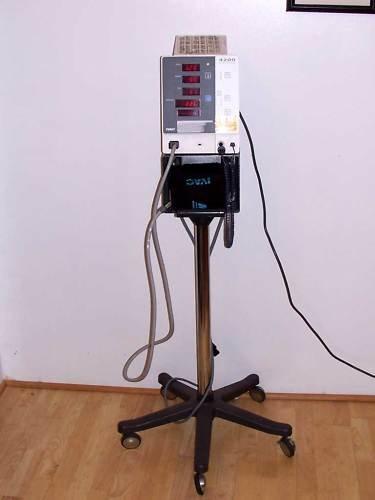 IVAC Model 4200 Blood Pressure Monitor Alaris NIBP
