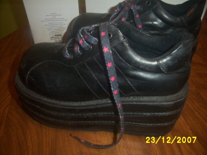 Hot Topic Womesn Used shoes Platform Gothic  size 7