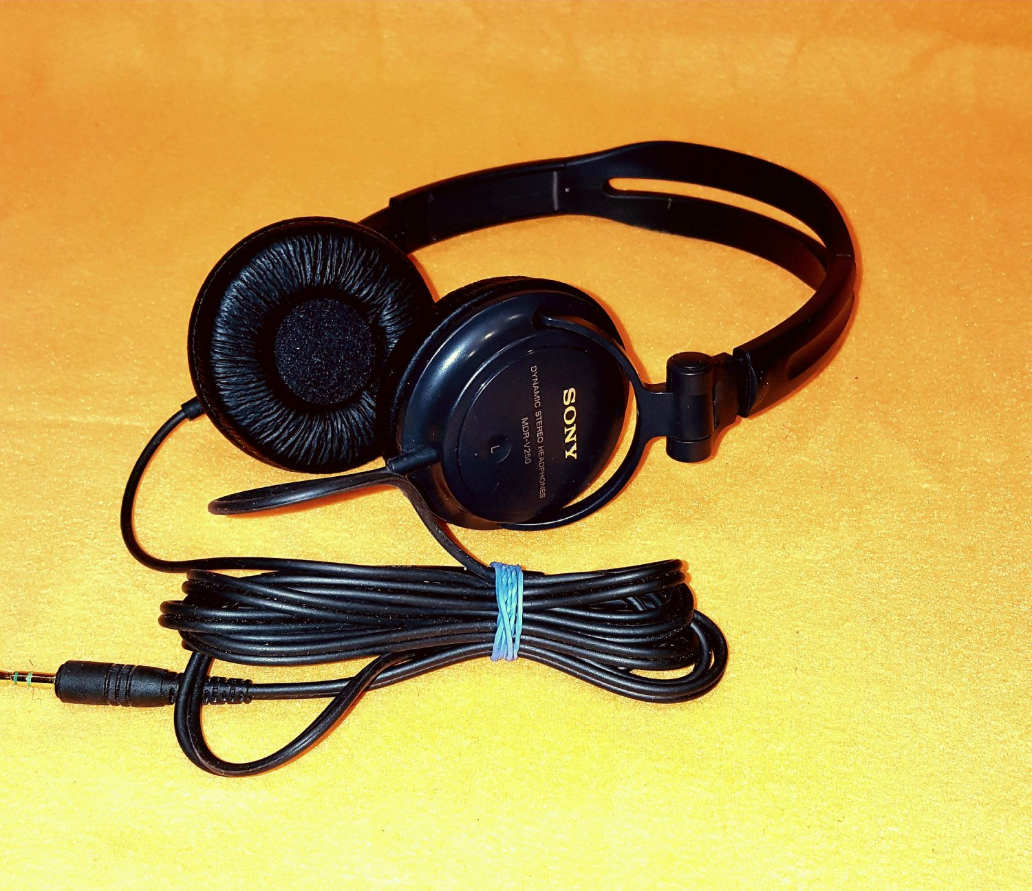 Sony MDR-V250 Monitor Series Headphones with In-line Volume Control