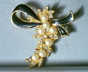 Faux Pearl & Rhinestone Bunch Pin Black Enamel Bow