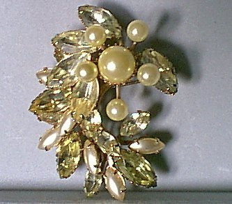 Vintage Pearly Starburst & Rhinestones Pin Green