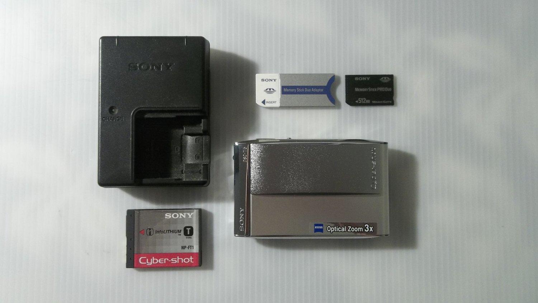 Sony Cybershot DSC-T5 Digital Camera 3x Optical Carl Zeiss