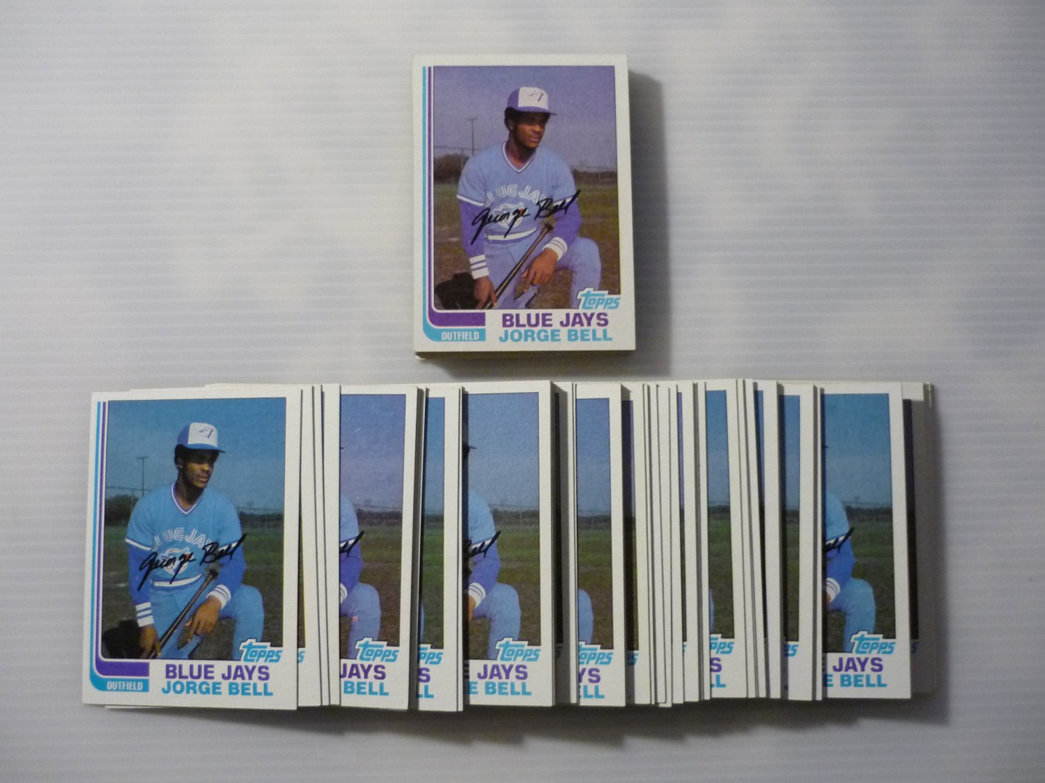 Lot of 65 1982 Topps Jorge Bell #254 Rookie EX