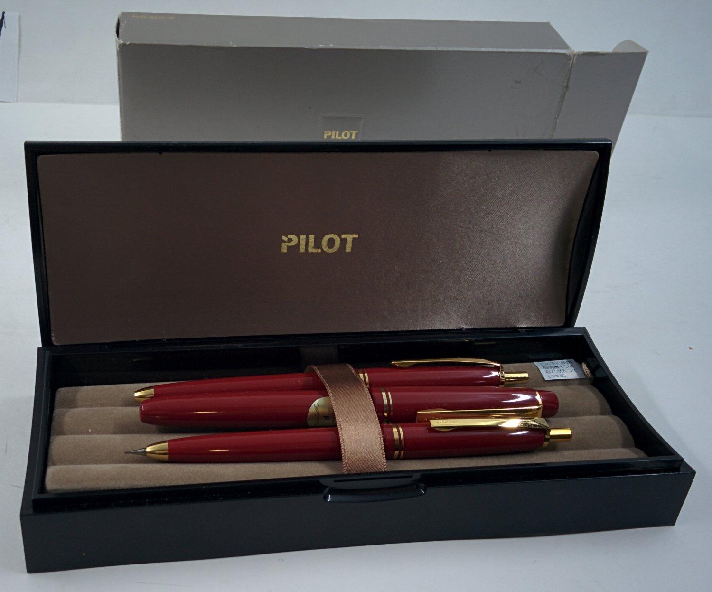 Pilot set: fountain pens, ballpoint pens, pencil in a case