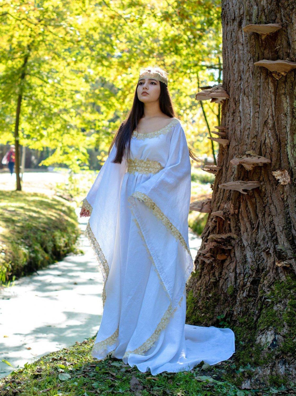 White Medieval renaissance Dress long sleeves Celtic gown costume for women