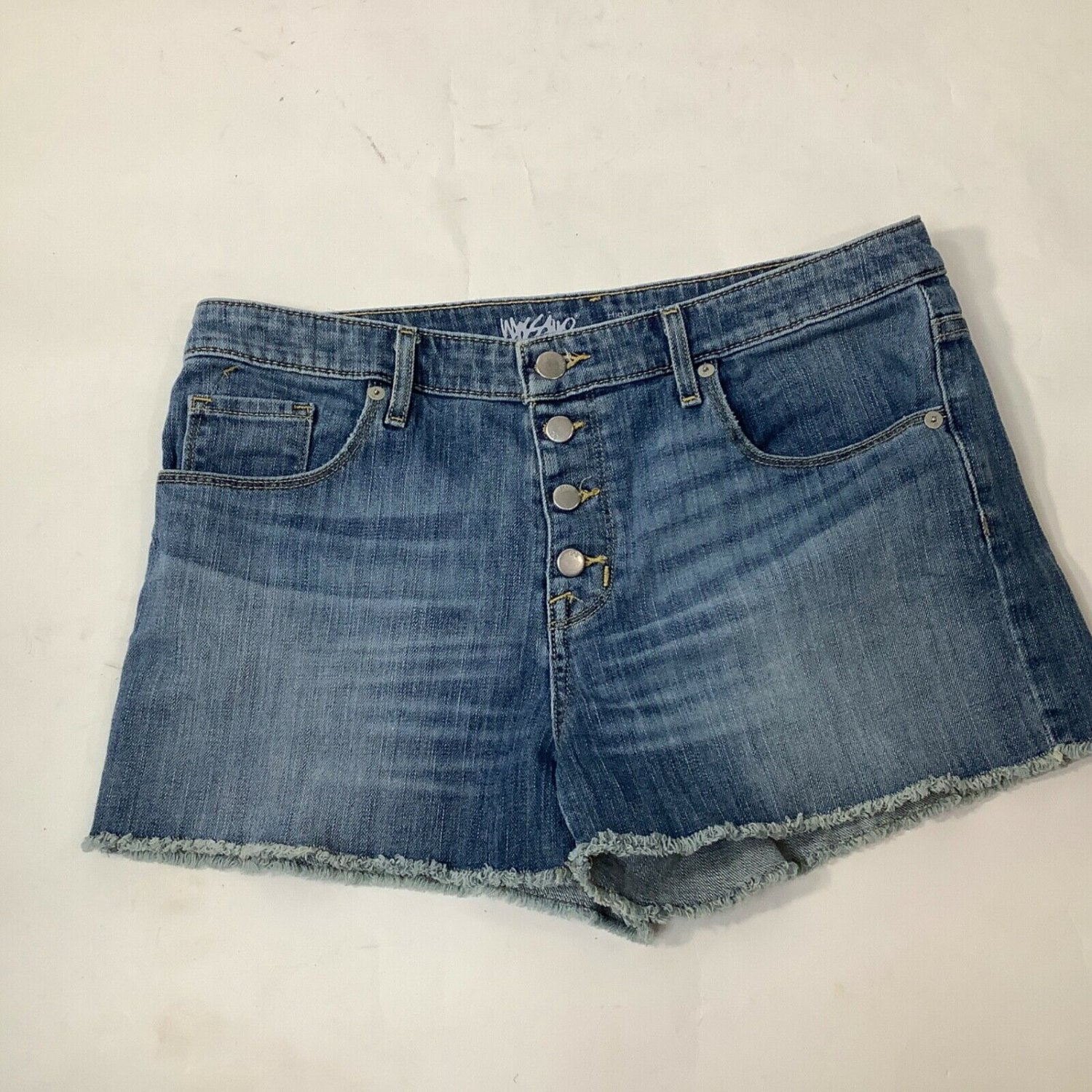 Womans Massimo Blue Denim Shorts Size 12 Button Fly fringed high rise stretch
