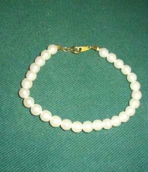 Elegant Faux Pearl Bracelet Excellent Quality and Condition ~ Estate Find