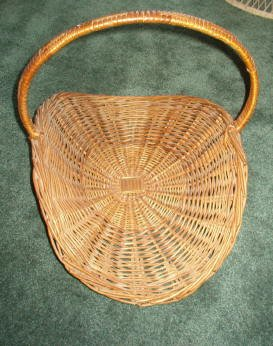 Fireplace / Magazine / Sewing Wicker Basket Large, Older, Handle