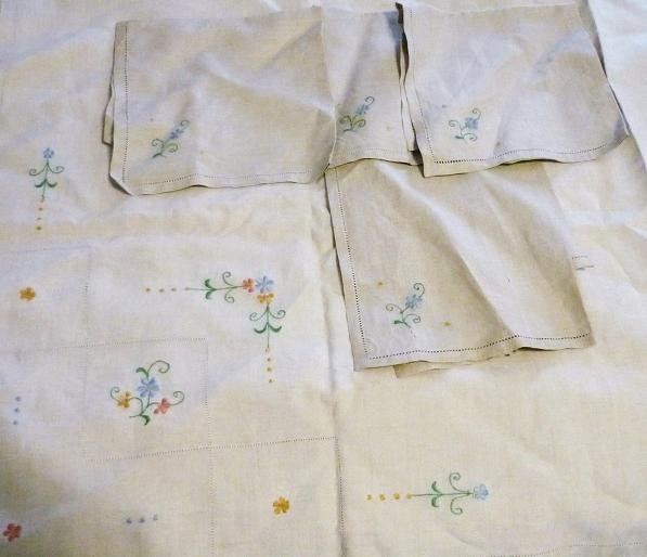 New Unbleached Linen Embroidered Tablecloth and Napkin Set 45x45 Vintage