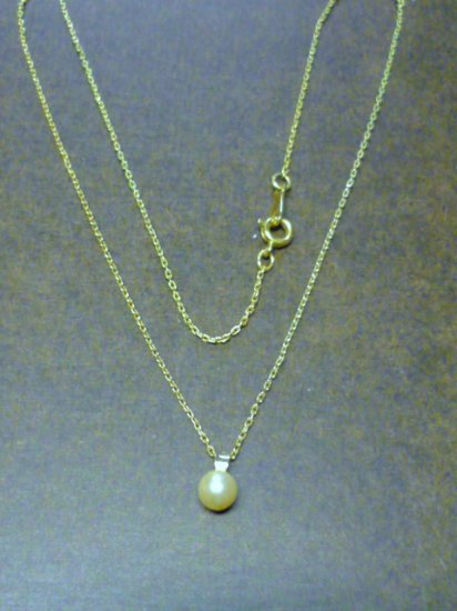 Vintage New Famous Brand Faux Pearl On 16 inch Gold Tone Necklace