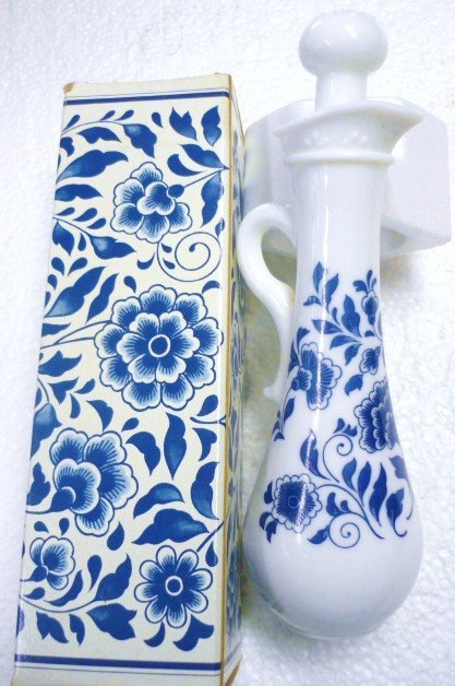 Avon Delft Blue Sonnet Foaming Bath Oil 5 oz. Full in Orig Box