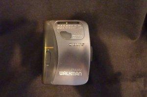 Sony Walkman WM-FX153 FM/AM Cassette Player with Ear buds