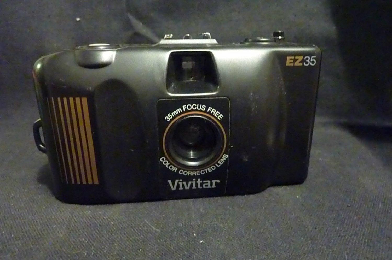 Vivitar Camera 35mm EZ35 Focus Free Color Corrected Lens -field case