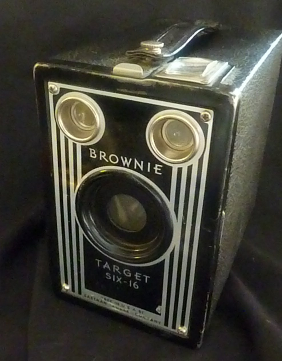 Antique Target BROWNIE Six-16 Camera  (1938-1942) - USA