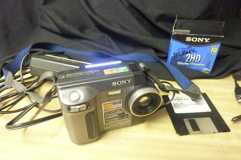 SONY Digital Mavica MVC-FD85 6x Camera 1.3 Mega Pixels MPEG Movie Camera