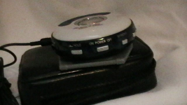 Audio Logic mobile FM87 5-108MHz (Walkman w/ear buds)