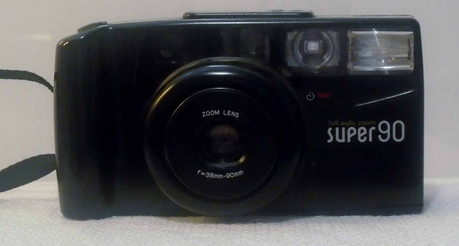 Super 90 35mm with full auto zoom