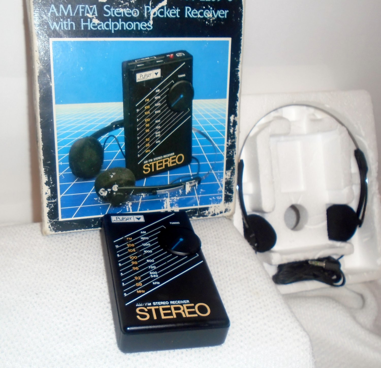 Pulser Radio AM/FM 44-2209-0 Stereo Pocket Receiver with Headphones