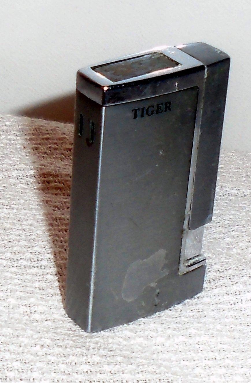 "Vintage Tiger YYG Butane Refillable Lighter 2 2/8"" x 1 1/2"""